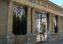 Portail de l'Hôtel de Polignac à Condom - Gers