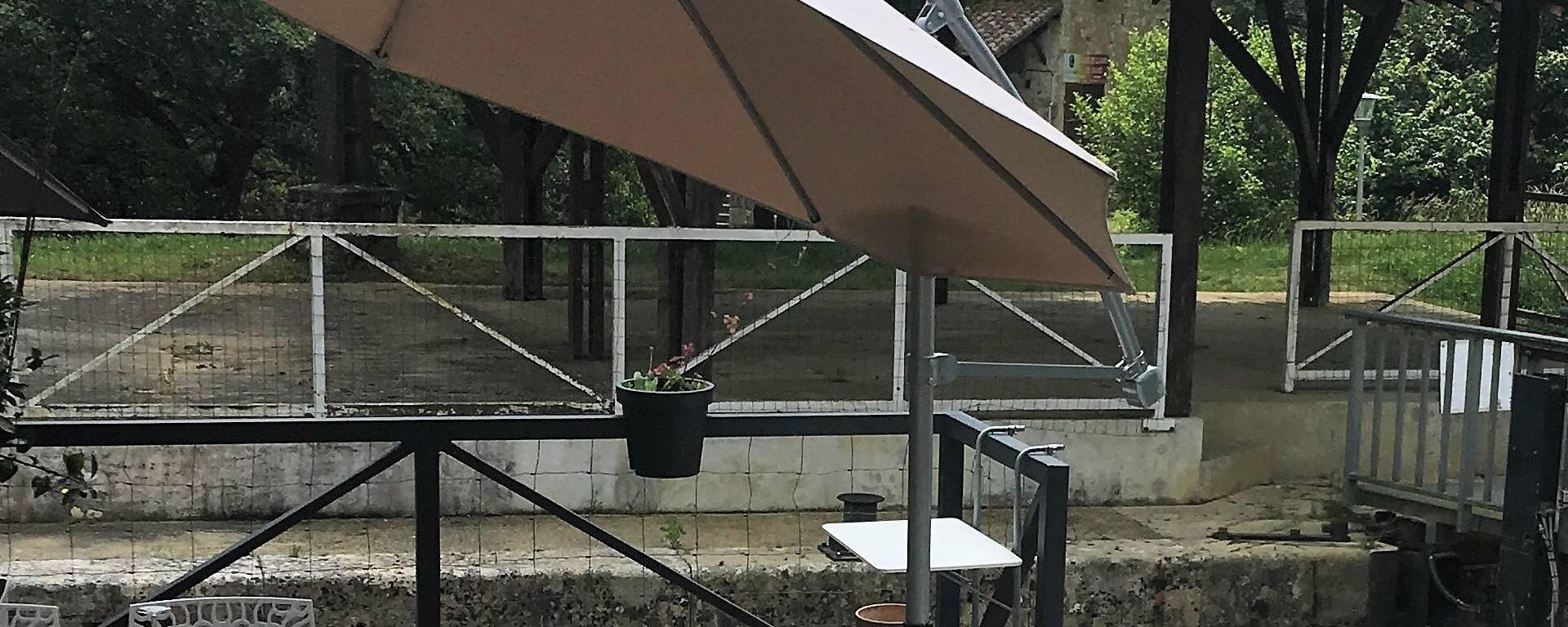 Restaurant du Moulin du Petit Gascon, à Condom,en bord de rivière