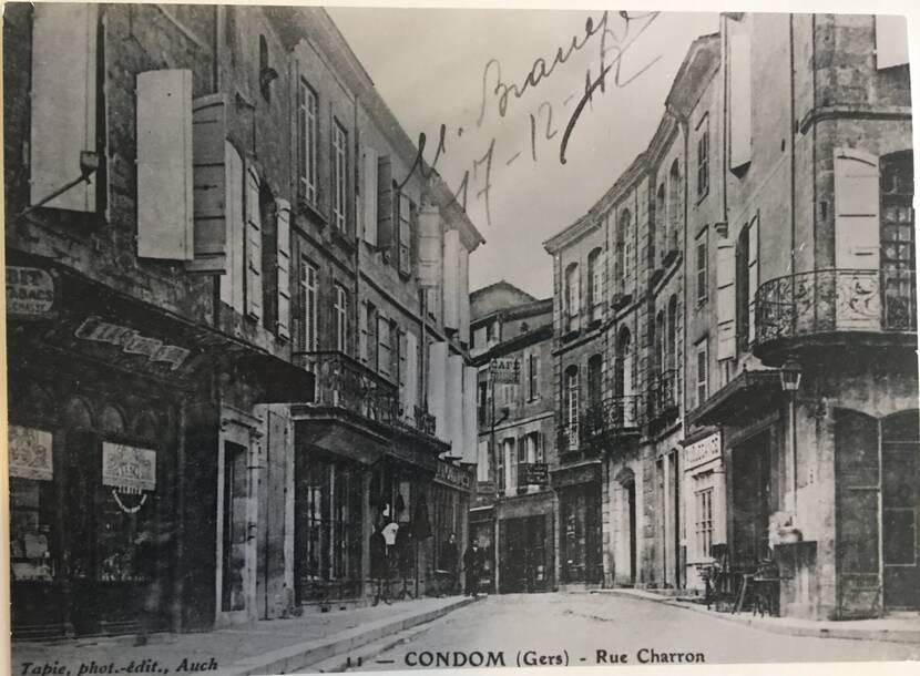 Rue Charron depuis la Place Saint-Pierre - photo ancienne Fenestra