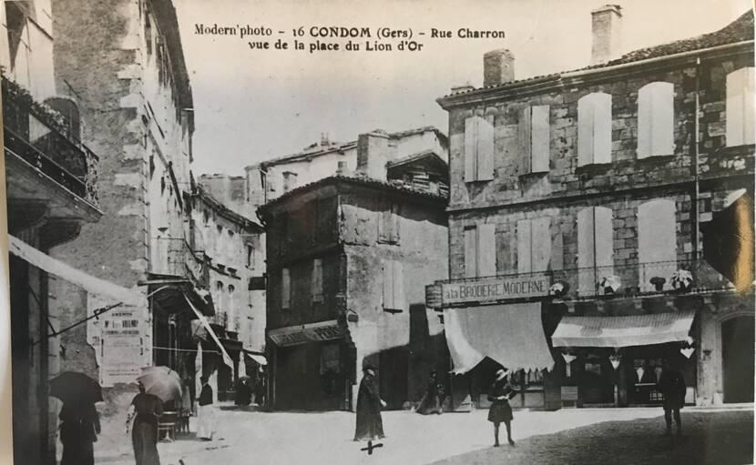 Rue Charron depuis la place du Lion d'Or - photo ancienne Fenestra