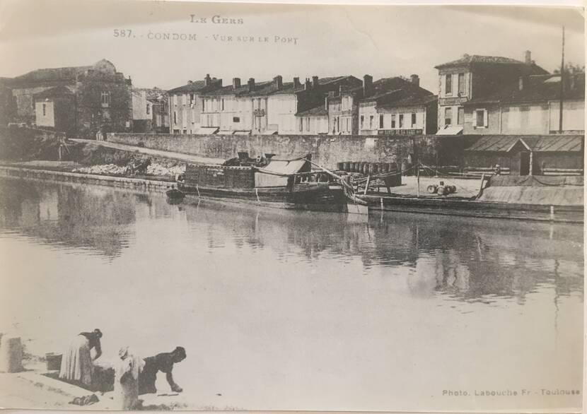 Les lavandières sur le port de Condom - Photo ancienne Fenestra
